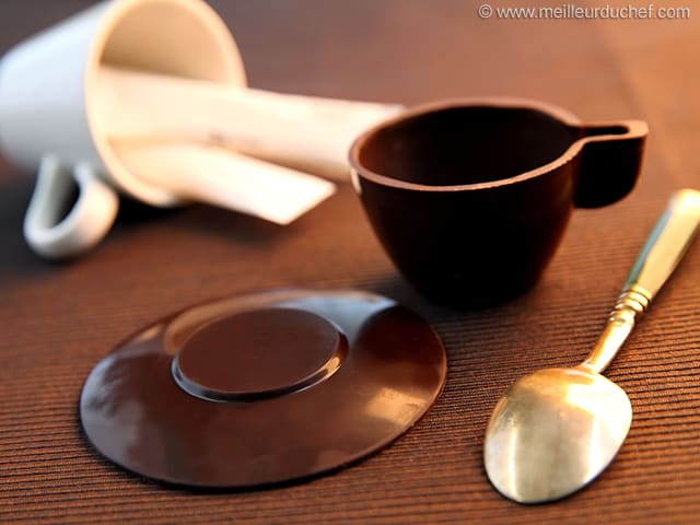 tasse expresso en chocolat moulage la recette avec photos. Black Bedroom Furniture Sets. Home Design Ideas