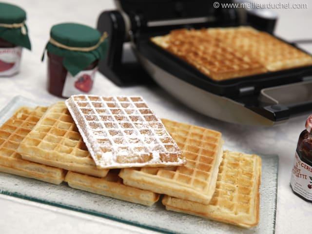 Classic Waffles - Illustrated recipe - MeilleurduChef.com