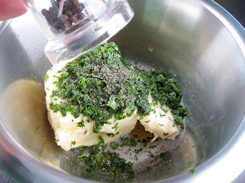 Beurre Maître d'Hôtel - Fiche recette avec photos - MeilleurduChef ...