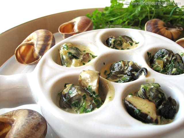 escargots en cassolette aux 3 champignons recette de cuisine avec photos. Black Bedroom Furniture Sets. Home Design Ideas
