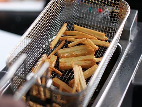 cuisson des pommes de terre frites en 2 temps notre recette avec photos. Black Bedroom Furniture Sets. Home Design Ideas