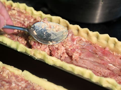 P t en cro te recette de cuisine illustr e - Comment couper de la viande congelee ...