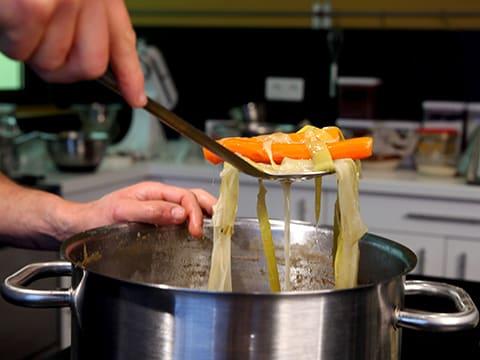 Poule poch e sauce supr me recette de cuisine avec photos - Faire un roux en cuisine ...