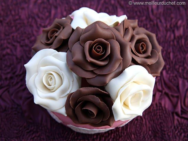 Rose en chocolat plastique la recette avec photos for Decoration en chocolat