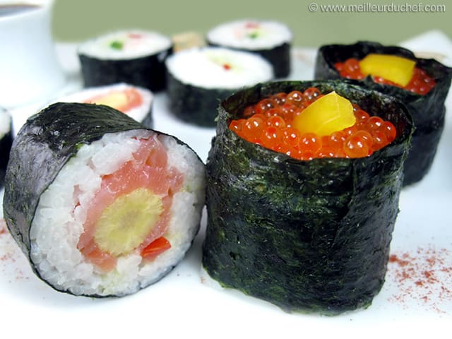 sushis au saumon fum et ma s en pis fiche recette illustr e. Black Bedroom Furniture Sets. Home Design Ideas