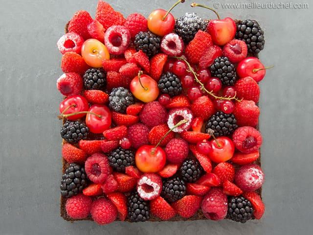 Tarte aux fruits rouges sur son sabl breton et sa cr me d 39 amandes notre recette - Fond de tarte palet breton ...
