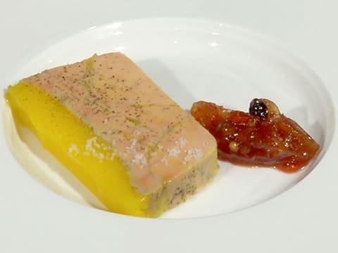 terrine de foie gras mi cuit et son chutney d 39 chalotes et raisins la recette avec photos. Black Bedroom Furniture Sets. Home Design Ideas