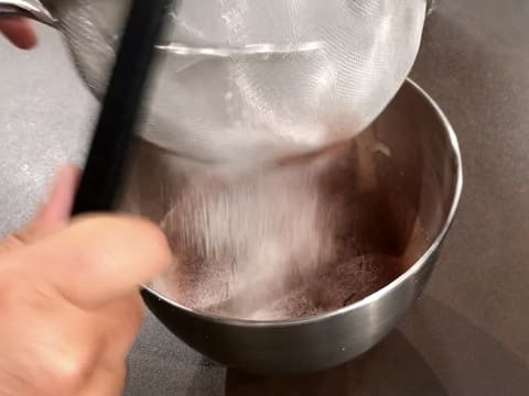 Sift the flour and cocoa powder in a sieve over the stand mixer bowl