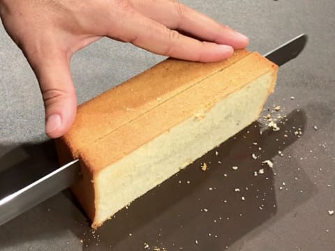 Cut a slice of vanilla sponge cake with the serrated knife