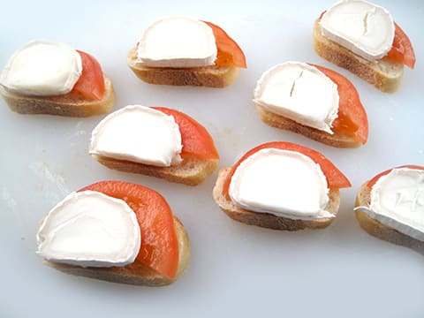 Fresh goat cheese and tomate tapas - 6