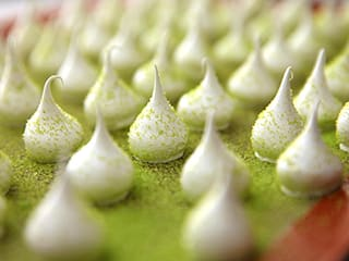 Meringue Decorations with Coloured Sugar