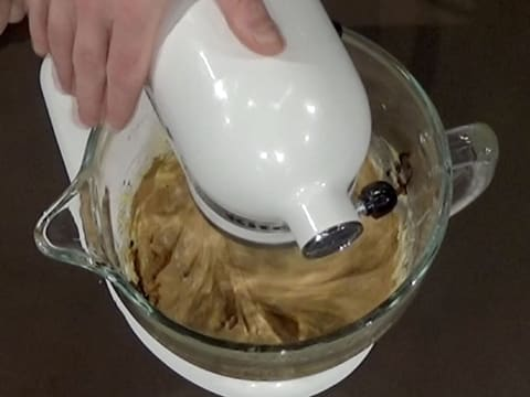 Incorporate the coffee extract to the pastry cream with the whisk