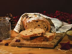 Rye Bread with Walnuts and Dried Fruits