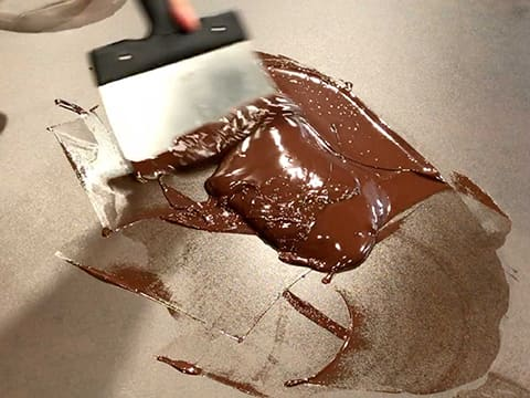Tempering dark chocolate couverture (traditional method) - 10
