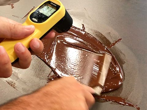 Tempering dark chocolate couverture (traditional method) - 13