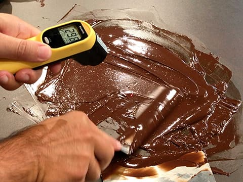 Tempering dark chocolate couverture (traditional method) - 17